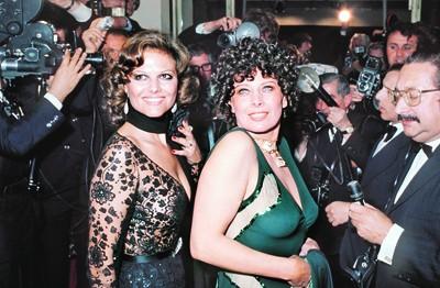 Magali Noël (à droite, au côté de Claudia Cardinale), en mai 1974 pendant le Festival de Cannes.